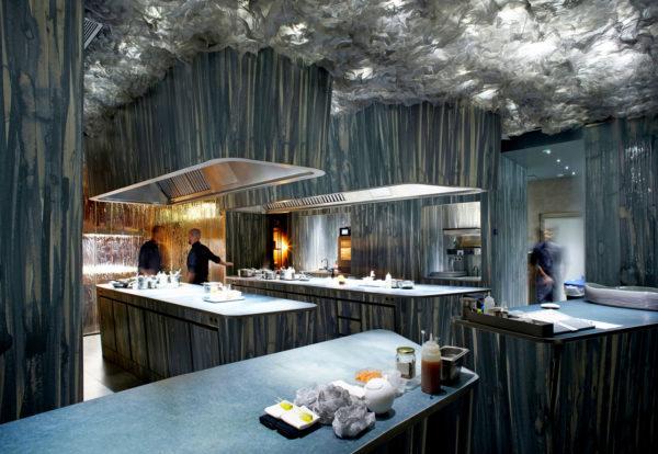 Enigma-restaurantes-inmersivos-Barcelona-Dreams-of-Luxury