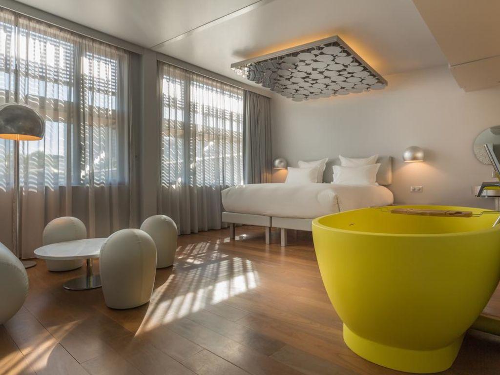 Off-paris-Seine-suite-Dreams-of-Luxury